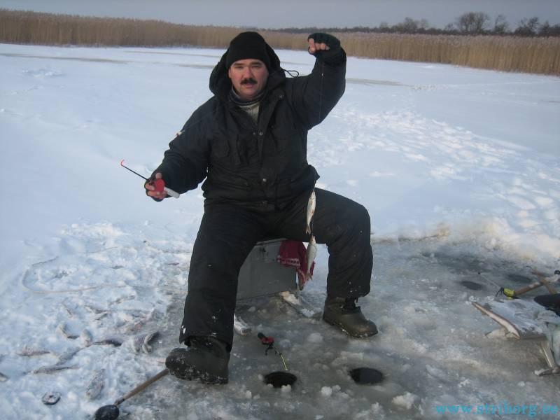время клева рыбы в озере